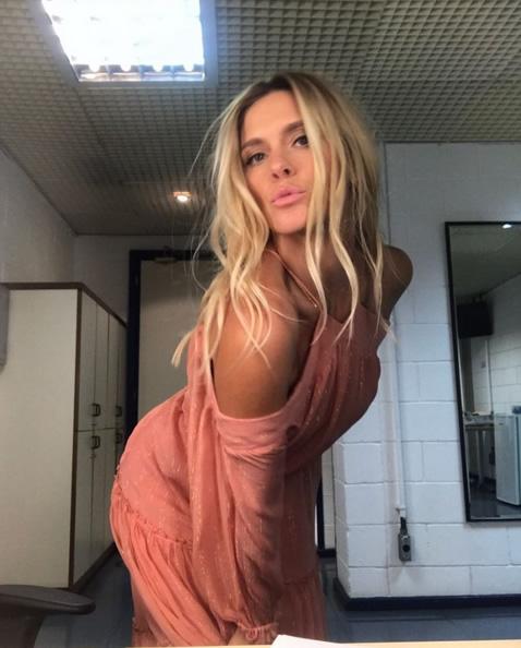 26-Carolina Dieckmann veste Vestido Glam Lurex Ateen - Look do dia-01