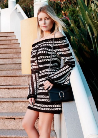 Carolina Jannini veste Ton Age Vestido Curto Stripes - Look do dia - lookdodia.com.br