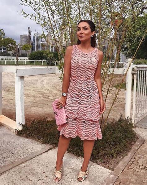 Lala Noleto veste Galeria Tricot Vestido Lola Rosa - Look do dia-lookdodia.com