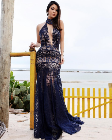 Gabriela Sales veste Vestido Gola Alta Dupla Renda Tugore - Look do dia
