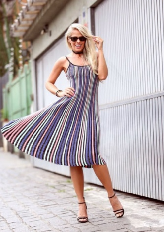 Adriane Galisteu veste Galeria Tricot Vestido Plissado Lurex Azul - lookdodia.com
