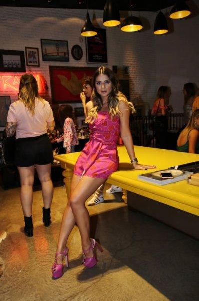 Thassia Naves veste Skazi Macaquinho Corações - Loft 111 - Look do dia - lookdodia.com
