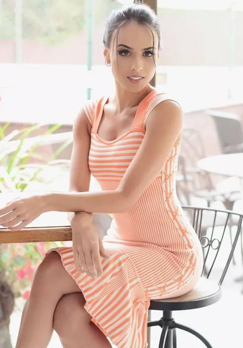 Livia Giovanardi veste Doce de Coco Vestido Tricot Saia Babado Luizy - Look do dia