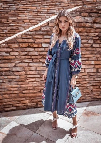 Thassia Naves veste Tigstore - Vestido Balneário Bordado - Look do dia - lookdodia.com