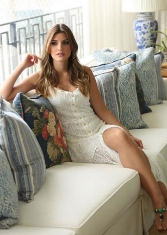 Maria Rudge veste Galeria Tricot Vestido Linda Branco - Look do dia - lookdodia.com