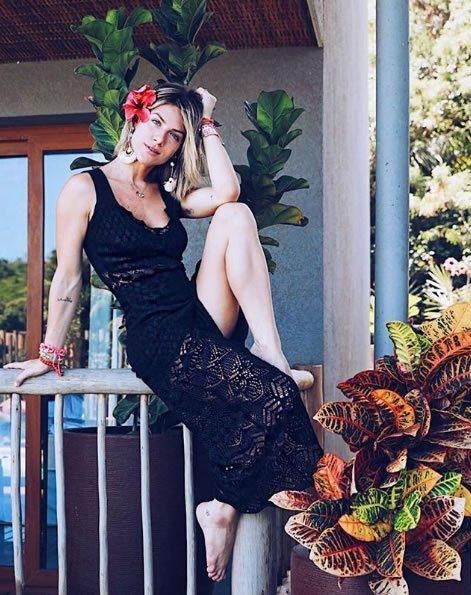 Giovanna Ewbank veste Galeria Tricot Vestido de renda preto - Lookdodia - lookdodia.com