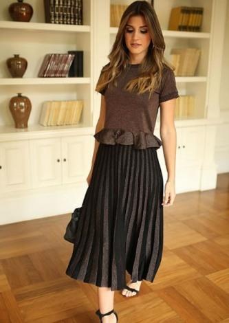 Maria Rudge veste Galeria Tricot Saia Brilho Cobre - Look do dia - lookdodia.com