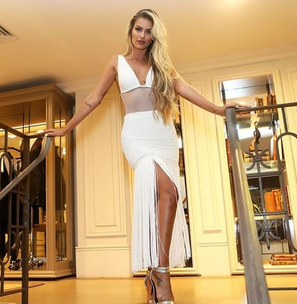 Yasmin Brunet veste BOBO Body Mari Branco - Look do dia - lookdodia.com