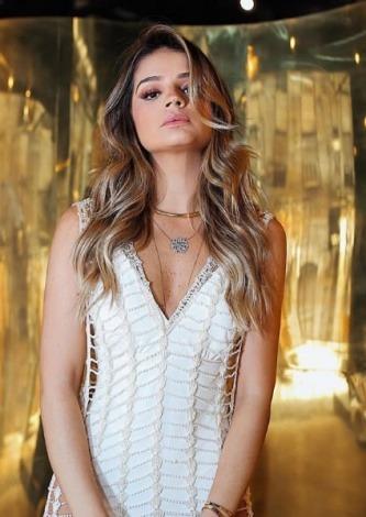 Thassia Naves veste Rosacha Vestido de Crochê Bordado - Look do dia - lookdodia.com