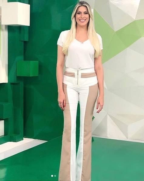 Renata Fan veste Letage Calca Bicolor Raquel - Look do dia - lookdodia.com