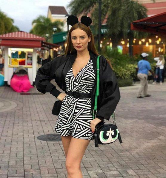 Maria Eugenia veste Dzarm Macaquinho em Malha - Look do dia - lookdodia.com