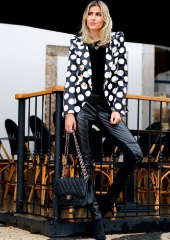 Dandynha Barbosa veste Ton Age - Blazer Poa - Look do dia - lookdodia.com