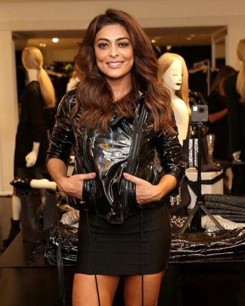 Juliana Paes veste Le Lis Blanc: Jaqueta Veronica Vinil - Look do dia
