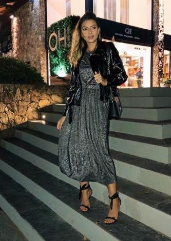 Paula Feijo veste Ton Age Vestido Lurex Cinza - Look do dia - lookdodia.com