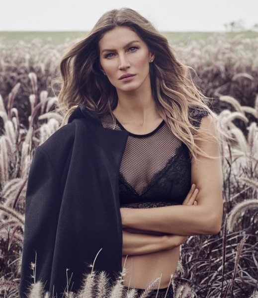 Gisele Bundchen veste Hope Oficial Top Cropped - Look do dia - lookdodia.com