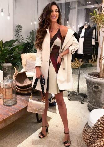 Luiza Sobral veste Canal Concept Vestido de Seda Vinho - Lookdodia - lookdodia.com
