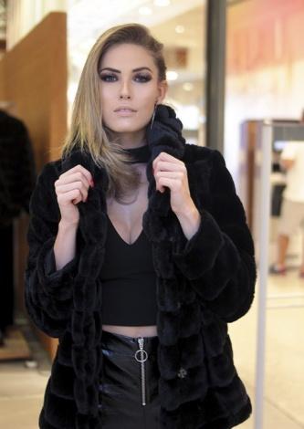 Saory Cardoso veste Agatha Casaco Pelo com Capuz - Look do dia - lookdodia.com