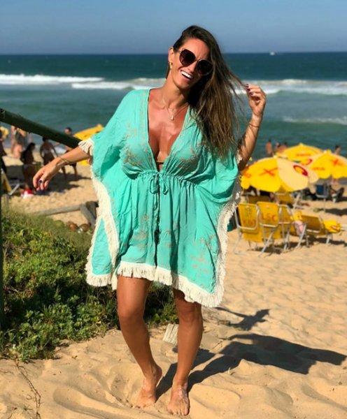 Lili Carioni veste Prayah Kimono Fiorella Green - Look do dia - lookdodia.com