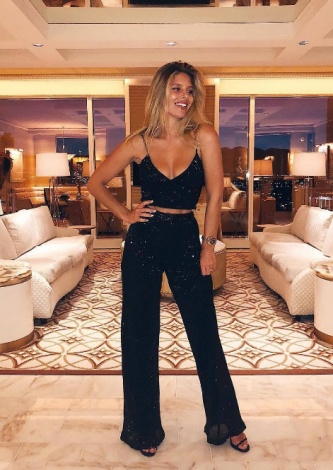 Natasha Oakley veste Iorane: Calça Pantalona Paetê - Look do dia