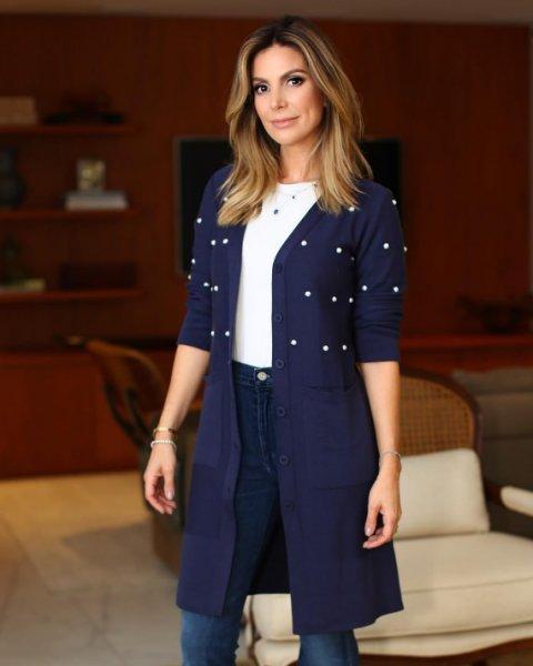 Carolina Toledo veste Doce de Coco - Casaco de Tricot Longo Pérola Azul - Look do dia - lookdodia.com
