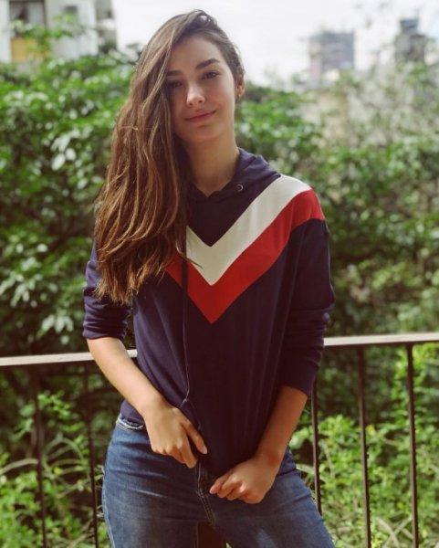 Marina Moschen veste Fillity - Moletom Recortes Capuz - Lookdodia - lookdodia.com