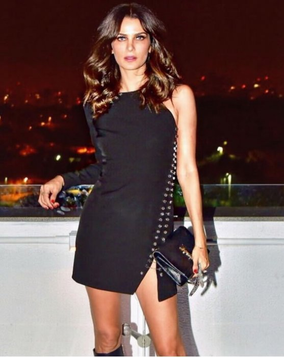 Vestido Crepe Zig Pedras Preto — Look do dia Fernanda Motta